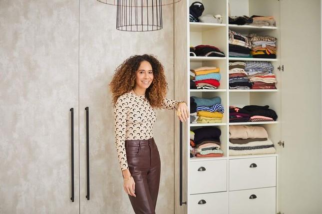 Giới thời trang sắp xếp tủ quần áo siêu hạng của họ thế nào để tiết kiệm thời gian nhất? ảnh 2