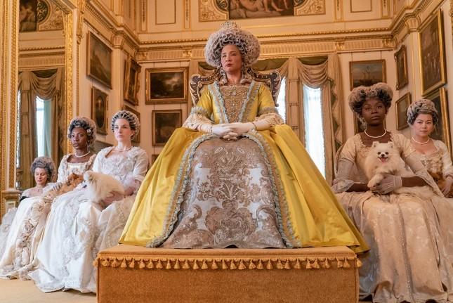 """""""Bridgerton"""": 7.500 bộ trang phục vương giả lộng lẫy và những bí mật hậu trường giờ mới kể ảnh 6"""
