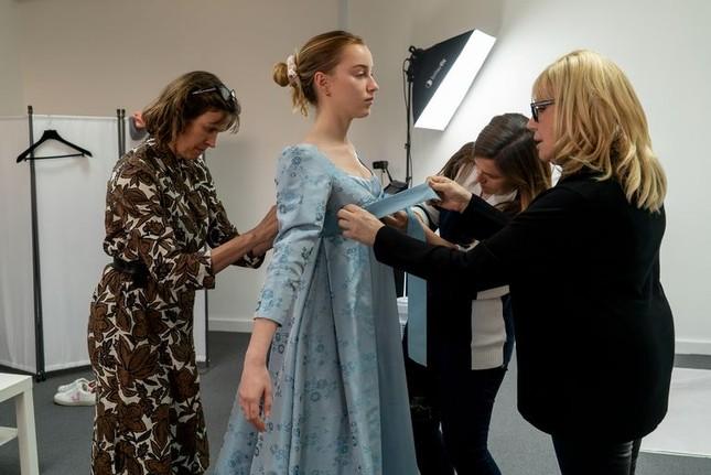 """""""Bridgerton"""": 7.500 bộ trang phục vương giả lộng lẫy và những bí mật hậu trường giờ mới kể ảnh 4"""