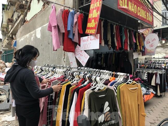Quần áo ấm giá rẻ đổ tràn vỉa hè Hà Nội những ngày giá rét ảnh 8