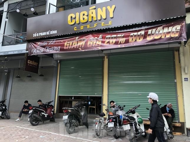 Nhiều quán cà phê, trà đá, hàng ăn vỉa hè tại Hà Nội vô tư đón khách ảnh 2