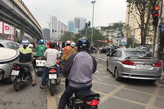 Ngán ngẩm kiểu tham gia giao thông 'phớt lờ' biển cấm ảnh 5
