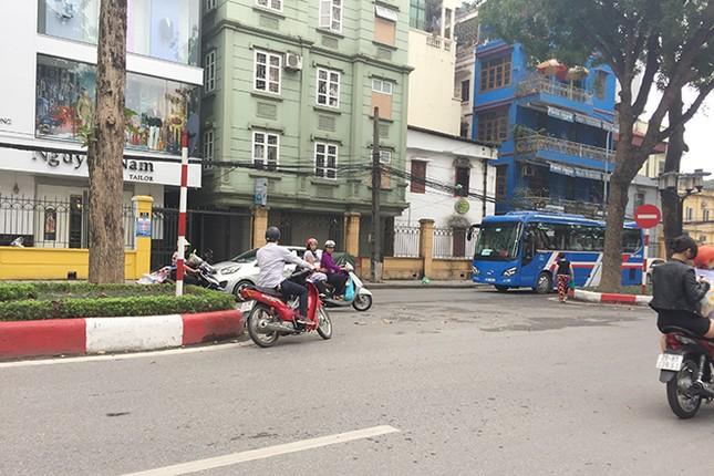 Ngán ngẩm kiểu tham gia giao thông 'phớt lờ' biển cấm ảnh 1