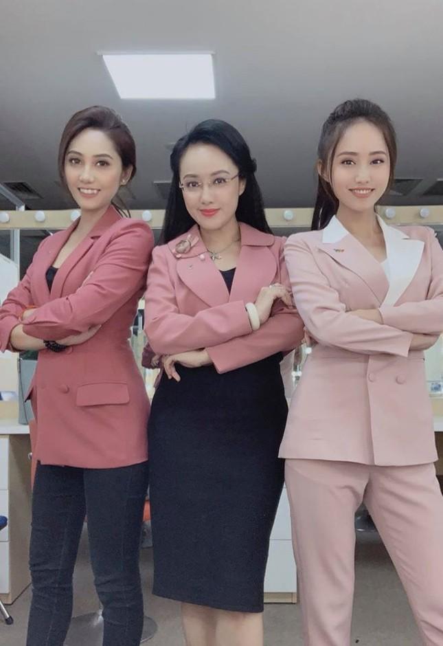 Xuân Anh: Từ Á khôi sinh viên đến MC thời tiết tài năng, xinh đẹp ảnh 6