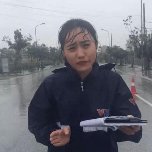 Xuân Anh: Từ Á khôi sinh viên đến MC thời tiết tài năng, xinh đẹp ảnh 4