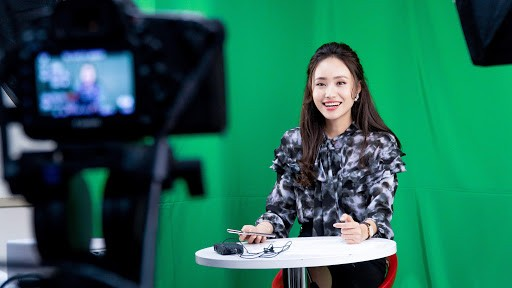 Xuân Anh: Từ Á khôi sinh viên đến MC thời tiết tài năng, xinh đẹp ảnh 9