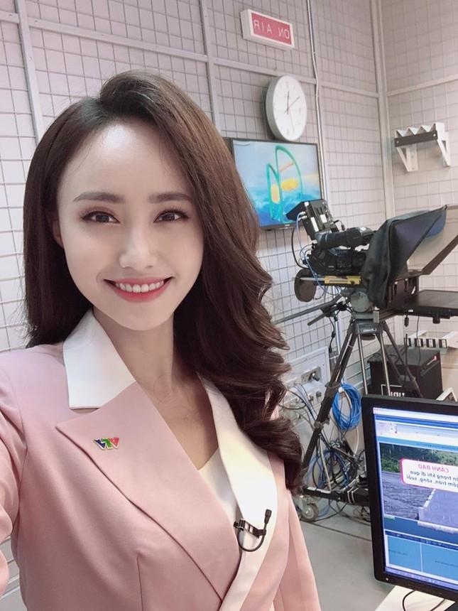 Đạt 10 triệu view clip hậu trường, MC Xuân Anh chia sẻ 'Tôi vui đến mức mất cả ngủ' ảnh 1
