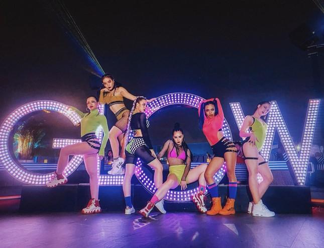 Nhóm nhảy Việt được Dua Lipa hết lời khen ngợi từng gây 'bão' sân khấu Asia's Got Talent ảnh 6