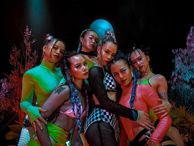Nhóm nhảy Việt được Dua Lipa hết lời khen ngợi từng gây 'bão' sân khấu Asia's Got Talent ảnh 8