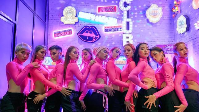 Nhóm nhảy Việt được Dua Lipa hết lời khen ngợi từng gây 'bão' sân khấu Asia's Got Talent ảnh 7