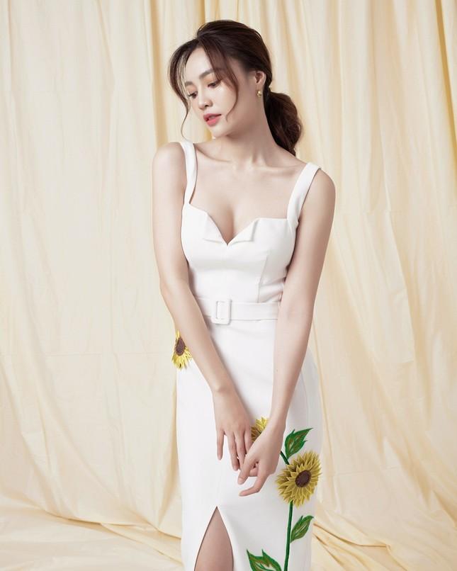 Ninh Dương Lan Ngọc diện đầm xẻ ngực gợi cảm ảnh 2