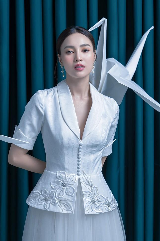 Ninh Dương Lan Ngọc diện đầm xẻ ngực gợi cảm ảnh 7