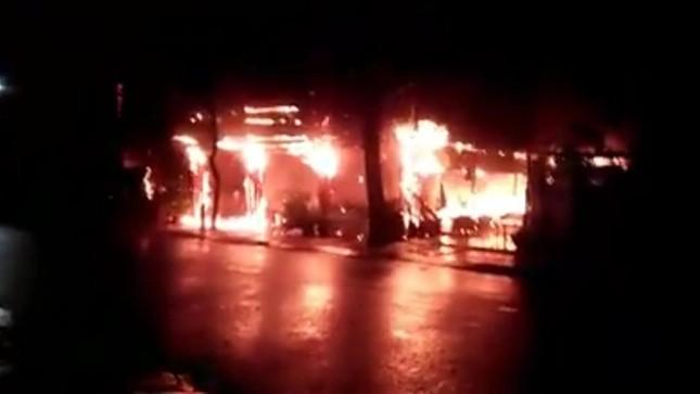 Nhà hàng của MC Nguyên Khang tại Phú Quốc cháy rụi trong biển lửa ảnh 1