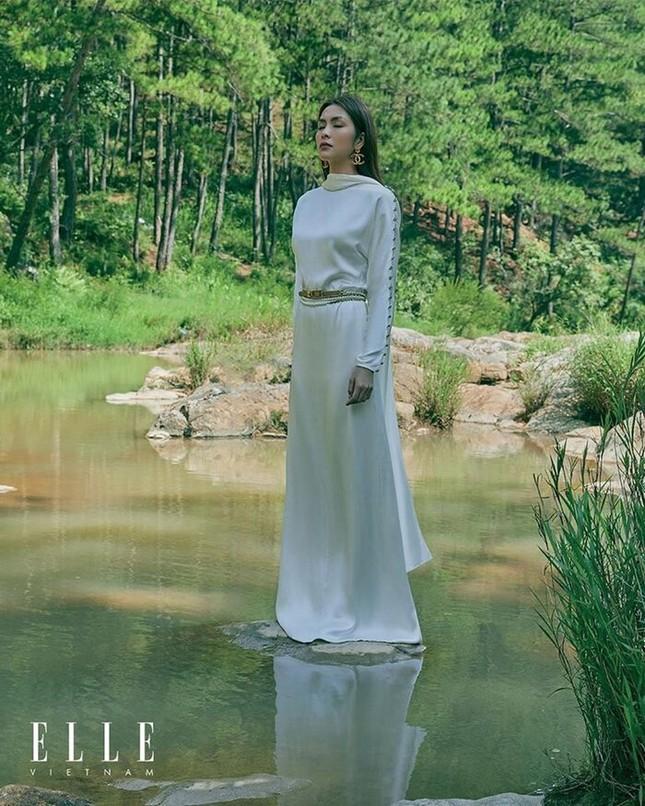 Tăng Thanh Hà khoe thần thái đỉnh cao trên tạp chí Elle ảnh 2