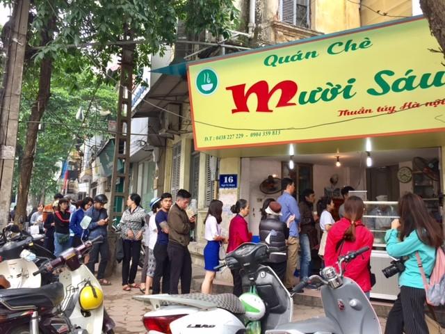 Đường phố Hà Nội ngập tràn không khí Tết Hàn thực ảnh 1