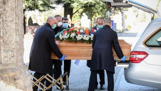 Linh mục Italy qua đời vì nhường máy thở cho bệnh nhân COVID-19 ảnh 1