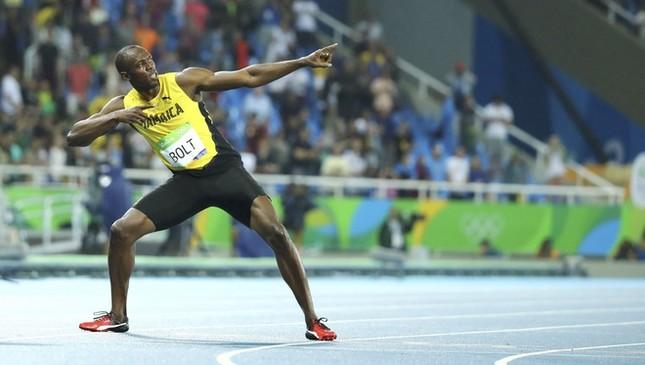 Usain Bolt được nữ CĐV cầu hôn sau khi giành HCV ảnh 5