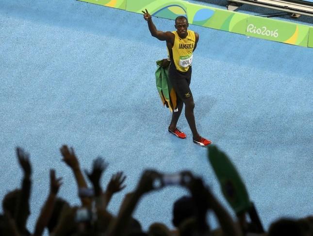 Usain Bolt được nữ CĐV cầu hôn sau khi giành HCV ảnh 8