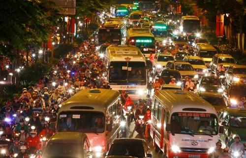 Tổ công tác đặc biệt túc trực 'giải cứu' kẹt xe ở Tân Sơn Nhất ảnh 1