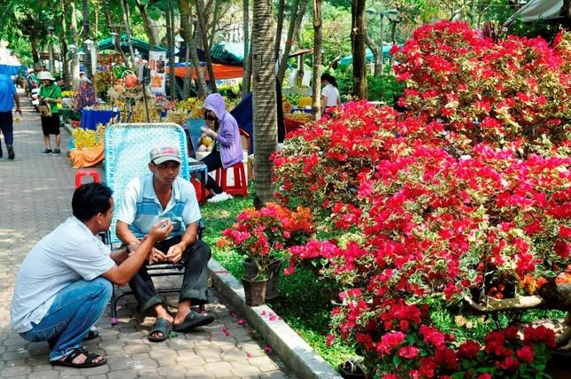 Đường phố Sài Gòn ngập hoa, nhộn nhịp không khí Tết ảnh 5