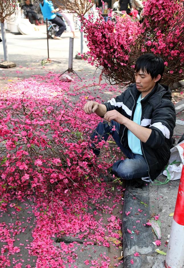 Chiều cuối năm trên chợ hoa phố cổ Hàng Lược ảnh 10