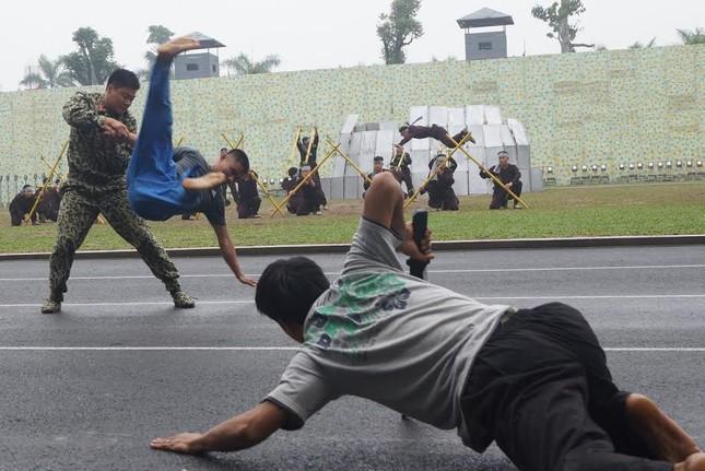 Những tuyệt kỹ võ thuật của đặc công Việt Nam ảnh 10