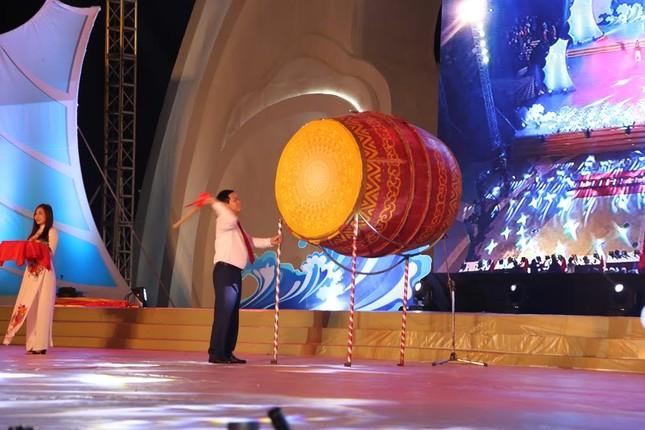 Phó Thủ tướng Vương Đình Huệ đánh trống khai hội du lịch biển Hà Tĩnh 2017 ảnh 1