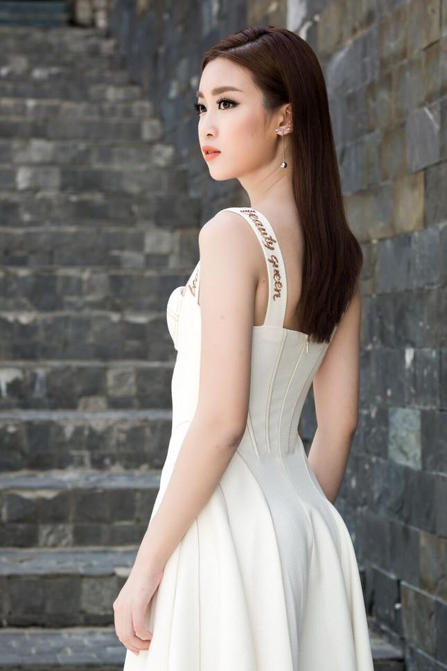 Hoa hậu Mỹ Linh diện đầm cúp ngực đi chấm thi The Face ảnh 11