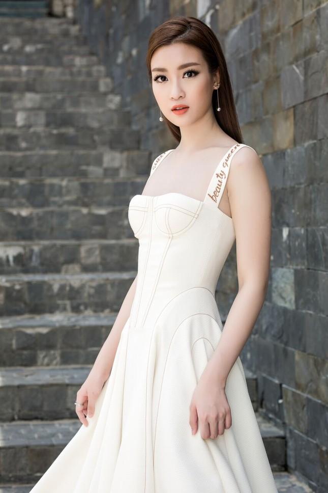 Hoa hậu Mỹ Linh diện đầm cúp ngực đi chấm thi The Face ảnh 8