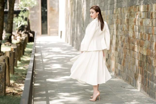 Hoa hậu Mỹ Linh diện đầm cúp ngực đi chấm thi The Face ảnh 10