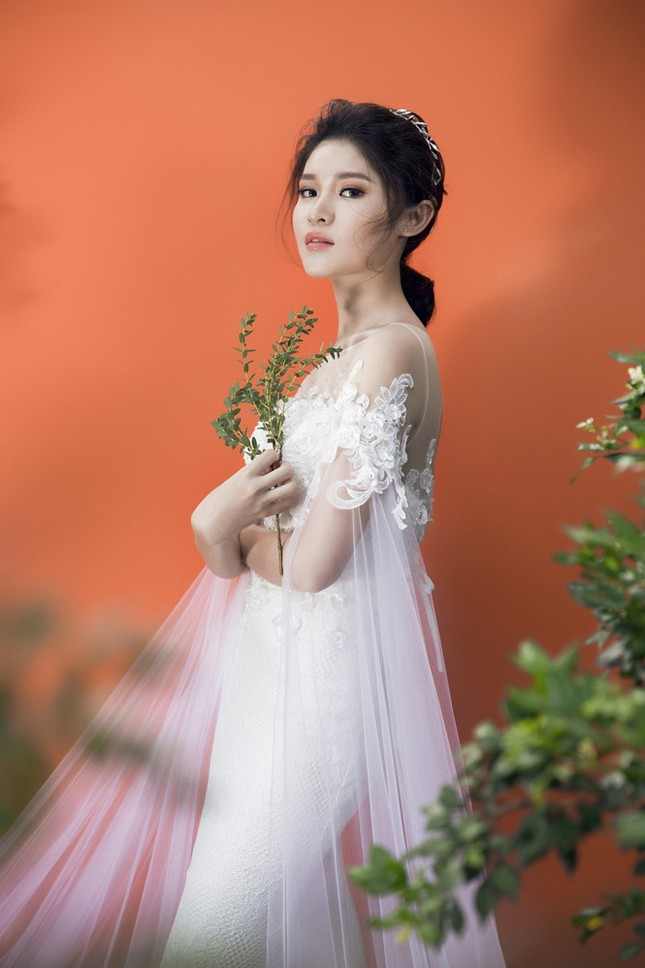 Nhan sắc Á hậu Thùy Dung trước khi dự thi Hoa hậu quốc tế 2017 ảnh 5