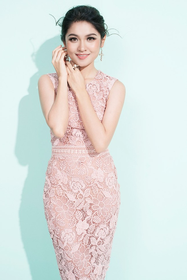 Nhan sắc Á hậu Thùy Dung trước khi dự thi Hoa hậu quốc tế 2017 ảnh 12