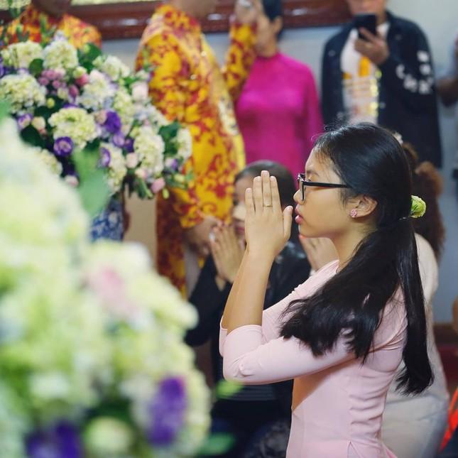Dàn nghệ sĩ nổi tiếng về nhà thờ Tổ của Hoài Linh dâng hương ảnh 2