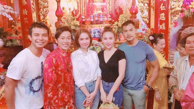 Dàn nghệ sĩ nổi tiếng về nhà thờ Tổ của Hoài Linh dâng hương ảnh 11