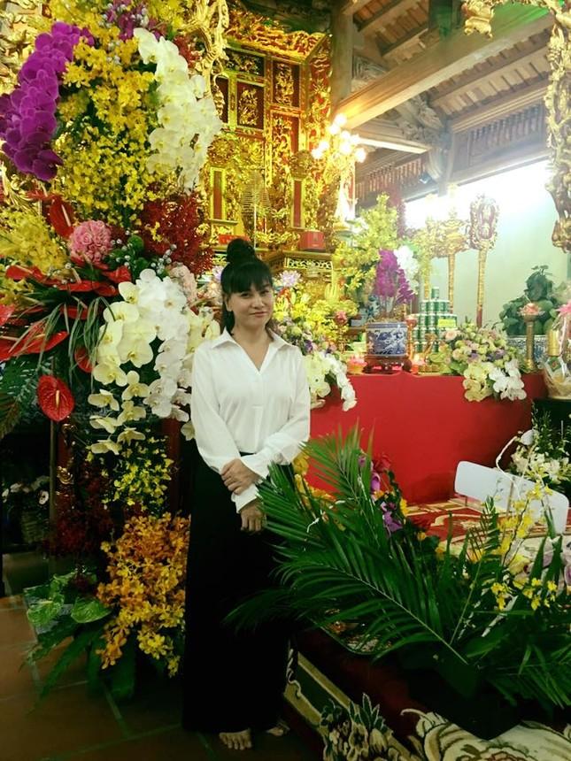 Dàn nghệ sĩ nổi tiếng về nhà thờ Tổ của Hoài Linh dâng hương ảnh 6