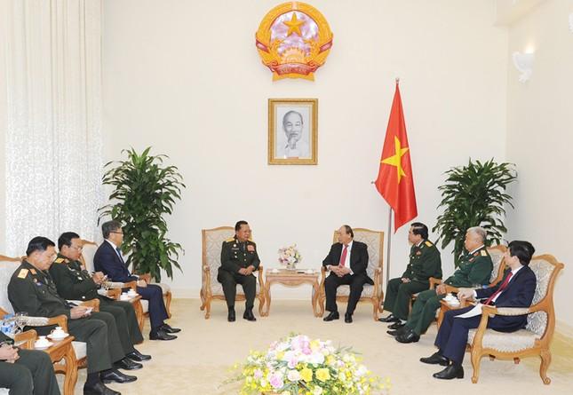 Thủ tướng Nguyễn Xuân Phúc tiếp Bộ trưởng Quốc phòng Lào ảnh 1