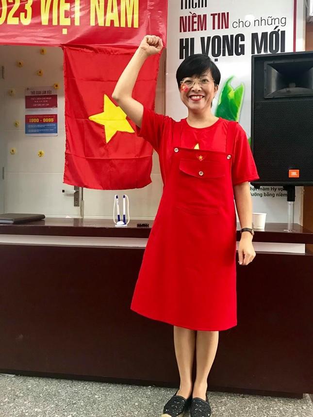 MC Thảo Vân cổ vũ U23 Việt Nam