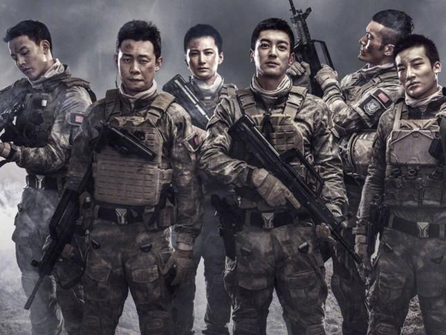 Showbiz 24/3: Ngưng chiếu 'Điệp vụ Biển Đỏ' ở tất cả các rạp Việt Nam ảnh 4