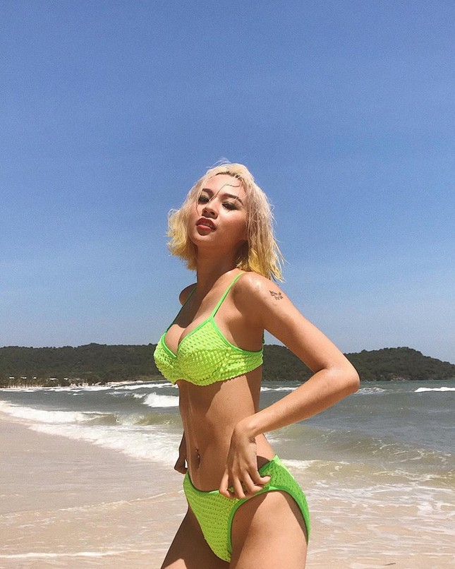 Những hot girl Việt có làn da nâu, diện bikini khoe dáng nóng bỏng ảnh 2