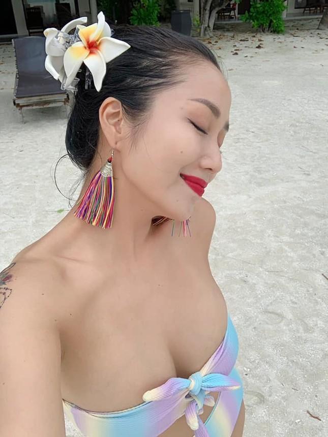 Lần hiếm hoi mẹ 3 con Ốc Thanh Vân khoe ảnh bikini đốt mắt, lộ hình xăm khủng ảnh 1
