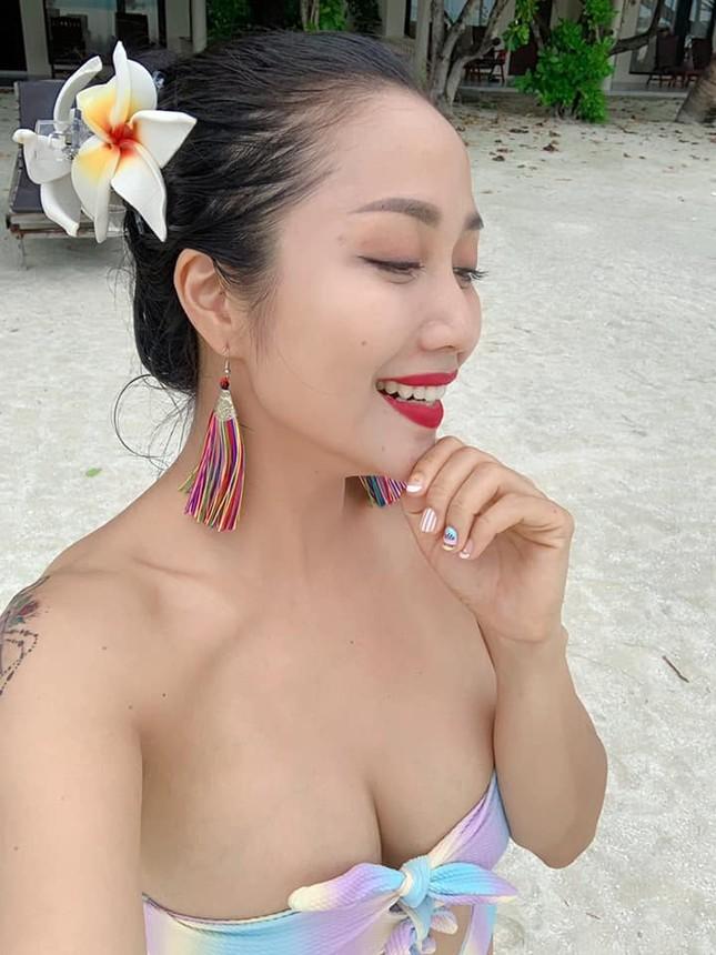 Lần hiếm hoi mẹ 3 con Ốc Thanh Vân khoe ảnh bikini đốt mắt, lộ hình xăm khủng ảnh 2