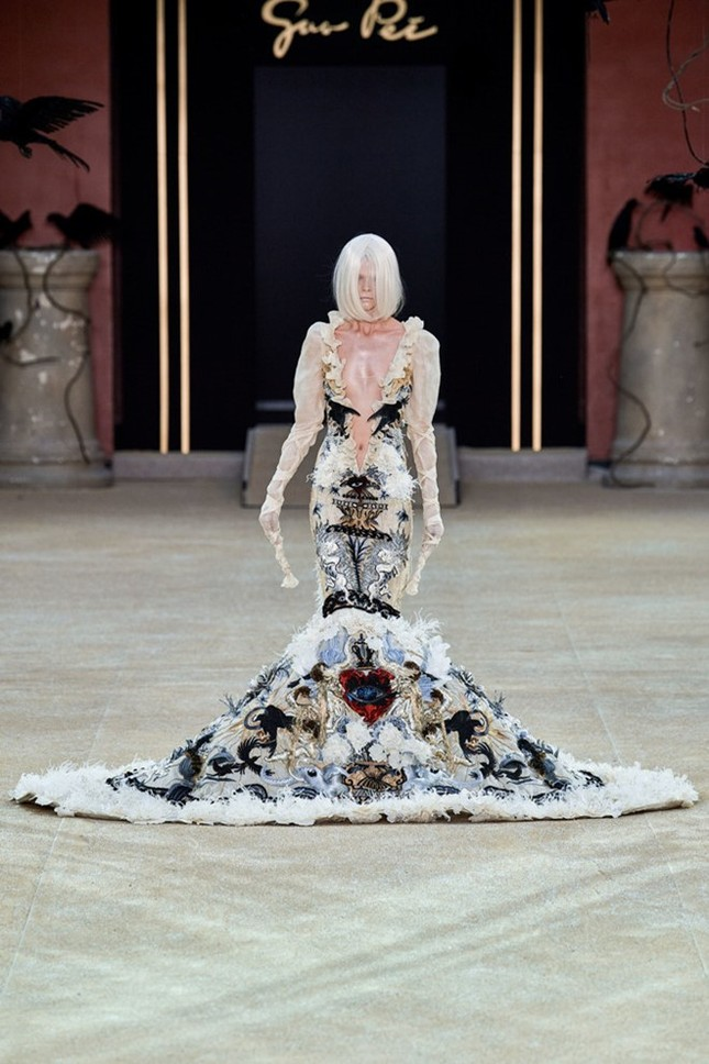 Mẫu nữ diện váy hình cỗ quan tài trên sàn diễn gây choáng ảnh 6