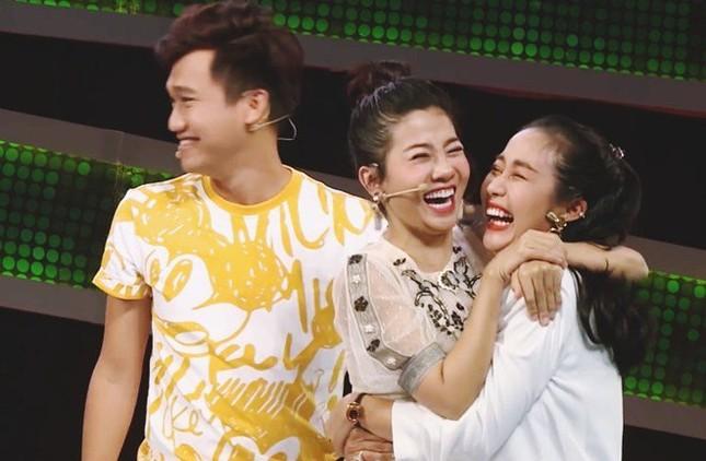 Showbiz 29/9: NSND Hồng Vân đau thắt tim nói vĩnh biệt sân khấu SuperBowl ảnh 3