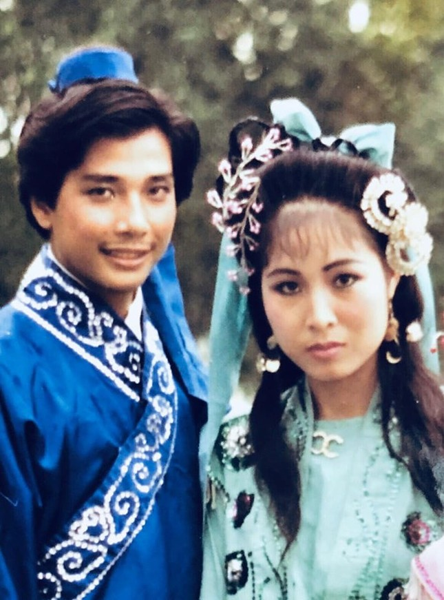 NSND Hồng Vân khoe ảnh 33 năm trước, Lê Tuấn Anh đáp trả khi bị chê ngoại hình ảnh 1
