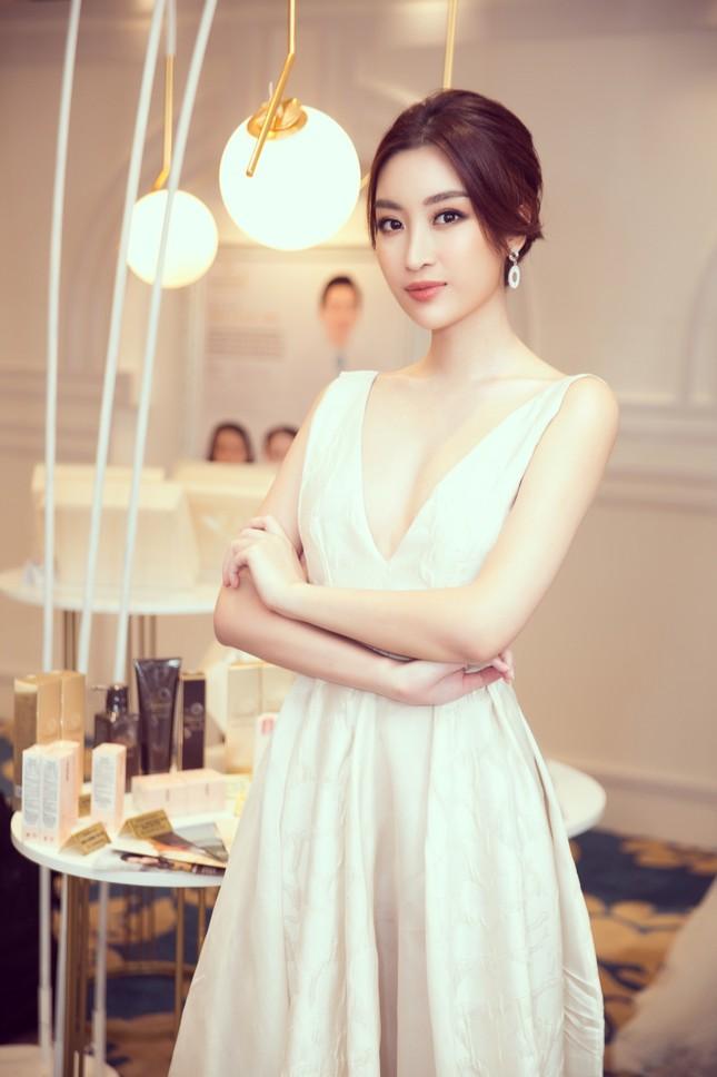 Hoa hậu Tiểu Vy gợi cảm hết cỡ trong thiết kế xẻ sâu vòng 1 ảnh 5
