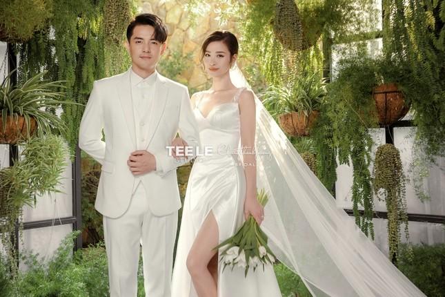 Bật mí về váy cưới của Đông Nhi ảnh 8