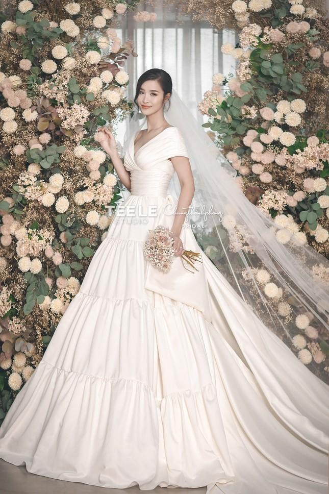Bật mí về váy cưới của Đông Nhi ảnh 6