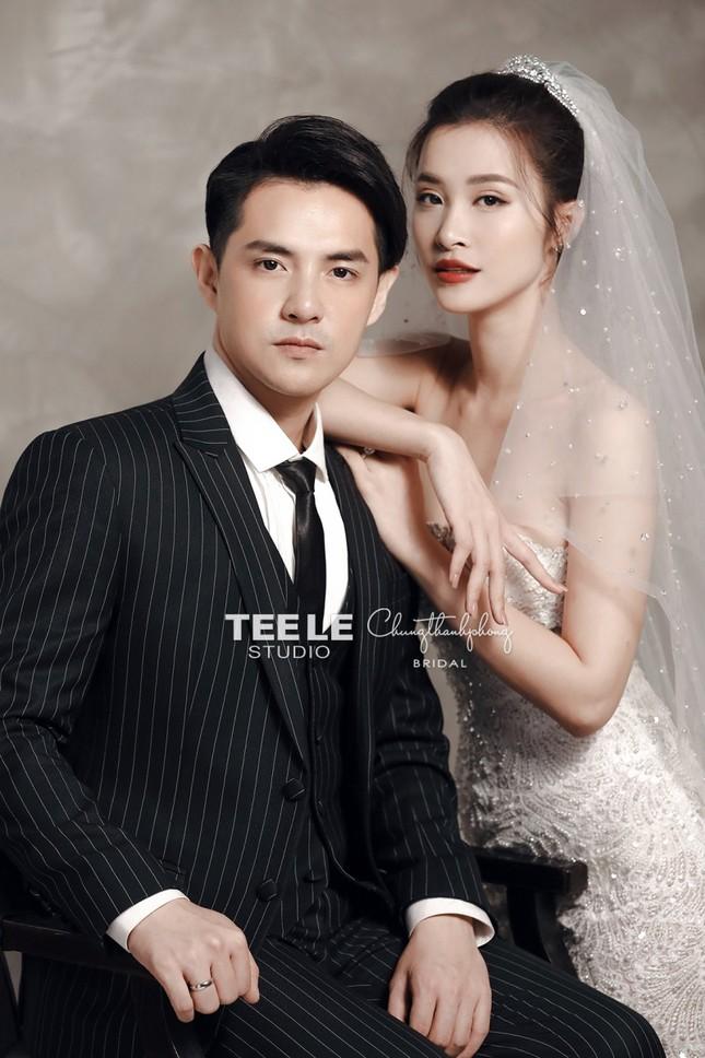 Bật mí về váy cưới của Đông Nhi ảnh 1