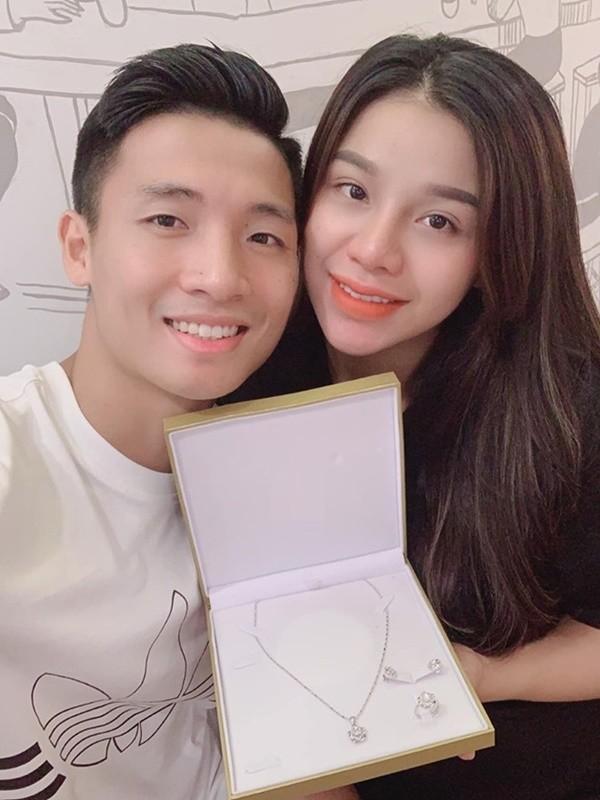 'Soi' quà 20/10 giá trị của dàn bạn gái hotgirl tuyển Việt Nam ảnh 3
