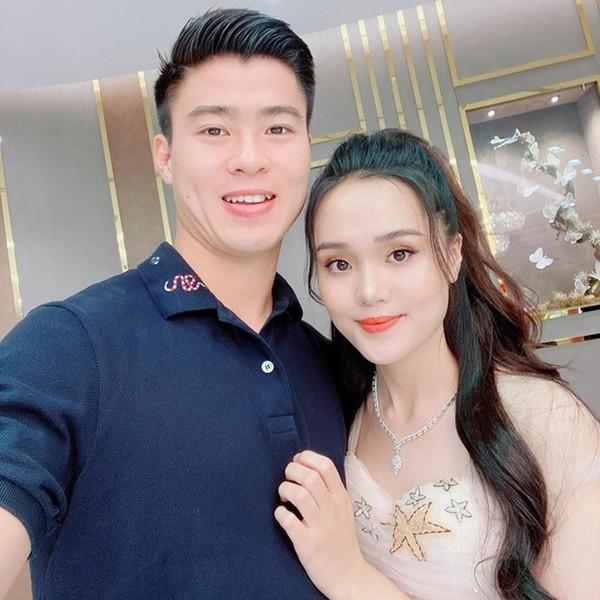 'Soi' quà 20/10 giá trị của dàn bạn gái hotgirl tuyển Việt Nam ảnh 4